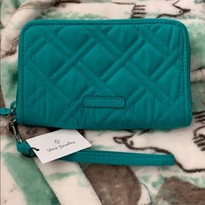 Vera Bradley RFID Grab & Go Wristlet/ Wallet. NEW